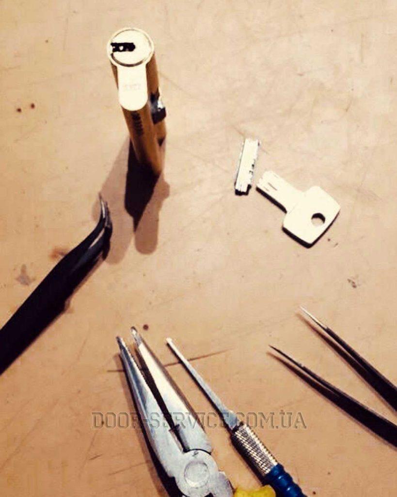 ремонт замка днепр картинка